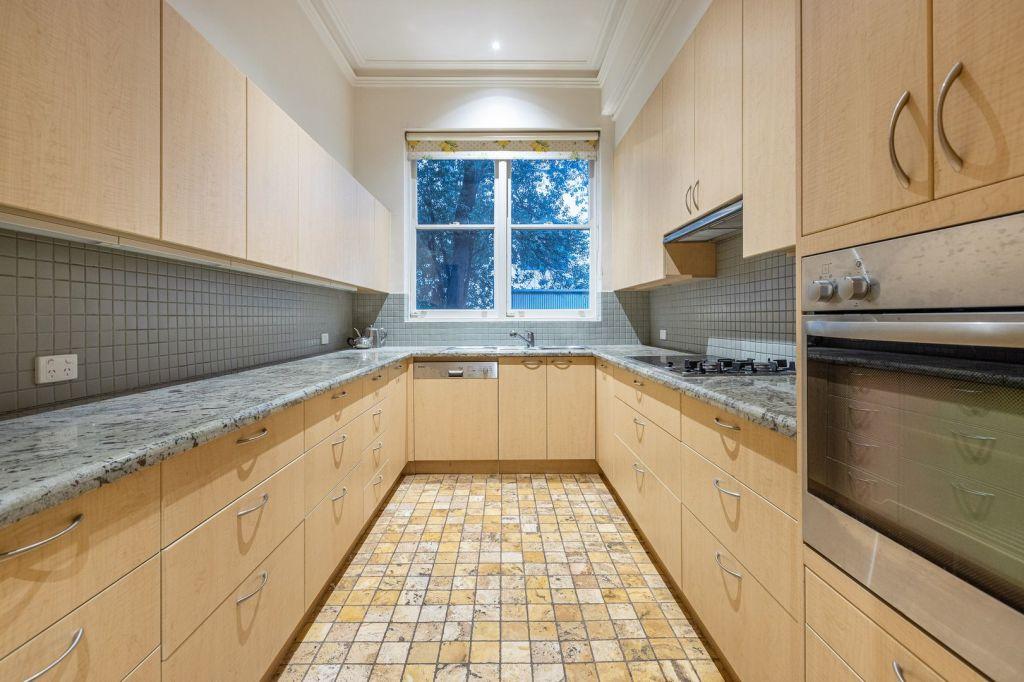 Useable_sure_but_a_kitchen_refit_would_do_wonders_for_Merton._Photo_supplied_zpis7d