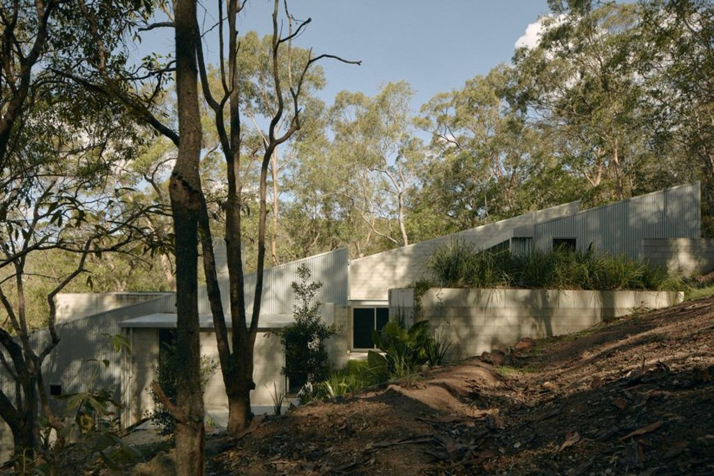 The most elegant bushfire bunker in Brisbane is Mt Coot-tha House. Dezeen Awards.