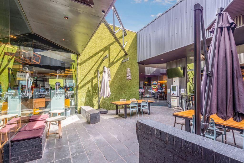 Boronia_Hotel_-_Indoor_Courtyard_ffscfp