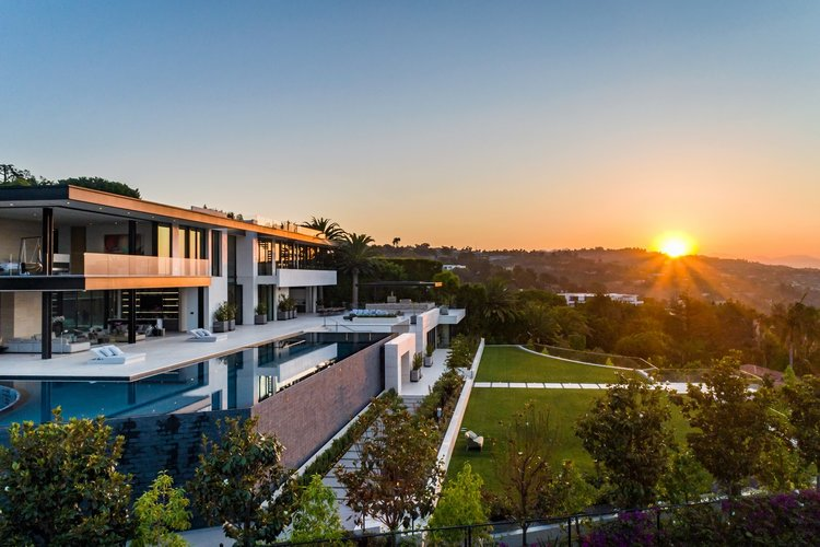 The home was originally listed for sale for $263 million ($USD180 million).