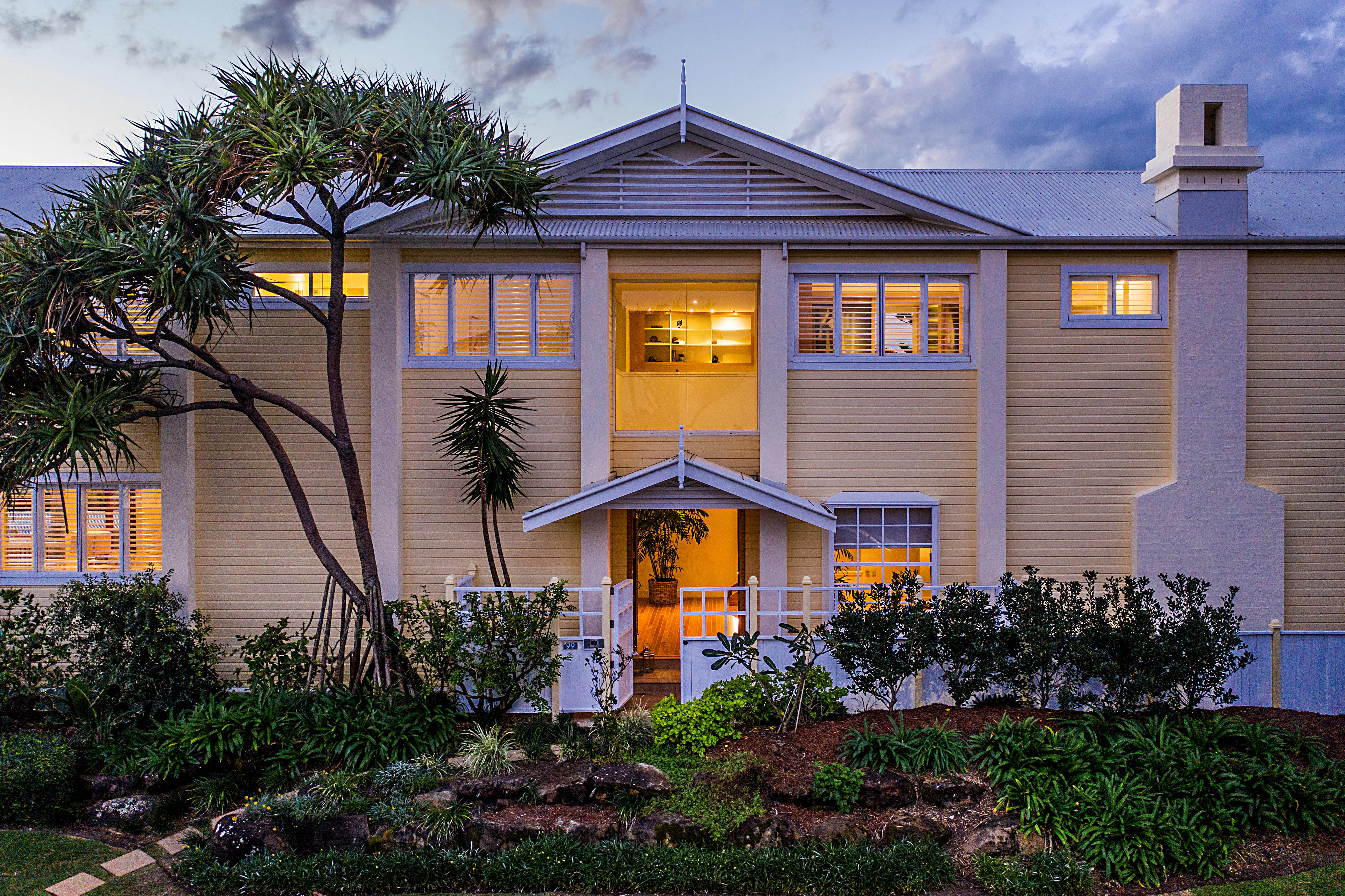 99 Hedges Avenue Mermaid Beach QLD