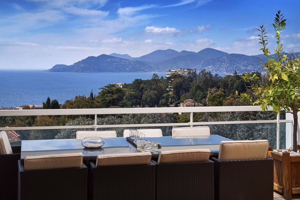 A luxury penthouse in Croix-des-Gardes in Cannes